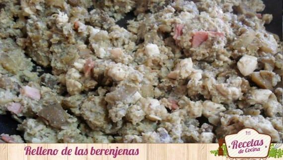 Berenjenas rellenas de pollo en salsa de champiñones