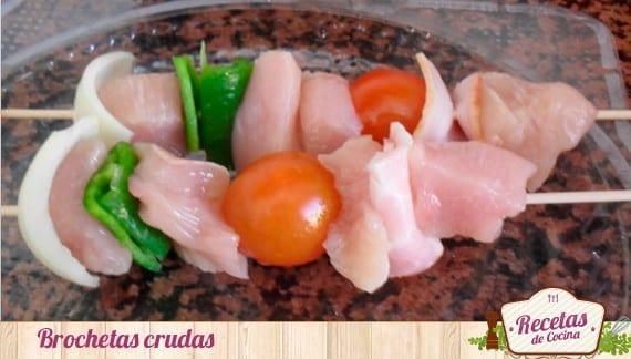 Brochetas de pollo con verduras