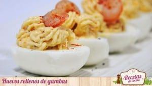 Huevos rellenos de gambas