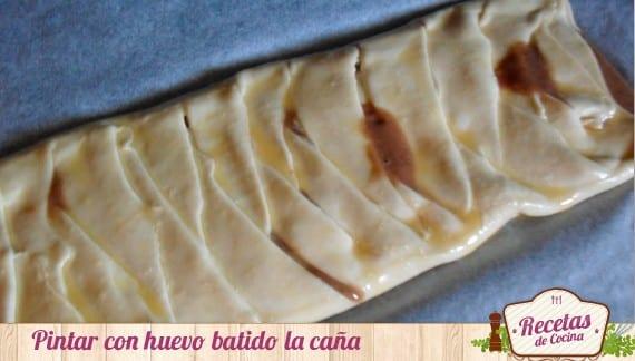 Caña rellena de crema de chocolate y plátano
