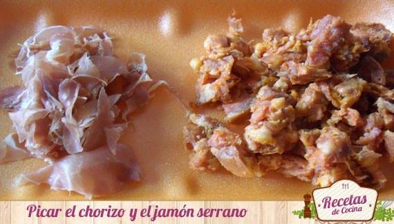 Arroz tintado con chorizo y jamón