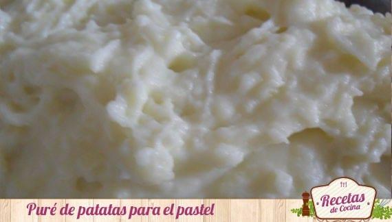 Pastel de carne y patatas con queso cheddar