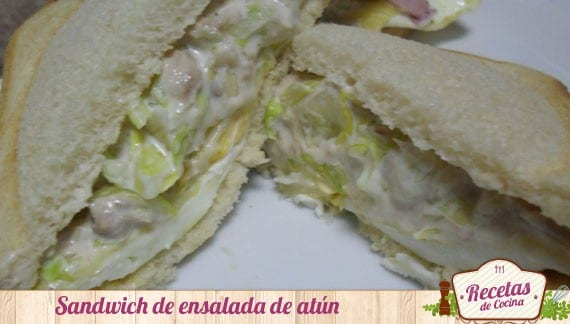 Sandwich de ensalada de atún y mahonesa, cena ligera y saludable