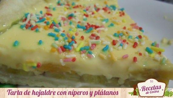 Tartaleta de hojaldre con nísperos y plátanos