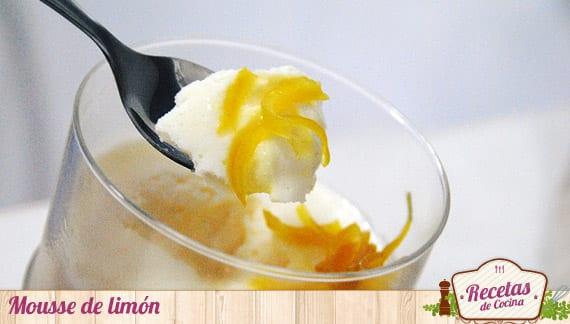 Mousse de limón, muy esponjosa y refrescante
