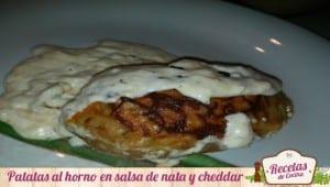 Patatas al horno en salsa de nata y queso