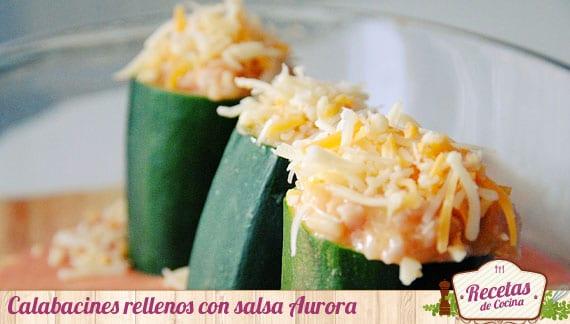 Calabacines rellenos con salsa Aurora