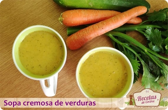 Sopa cremosa de verduras, para empezar el mes cuidándonos