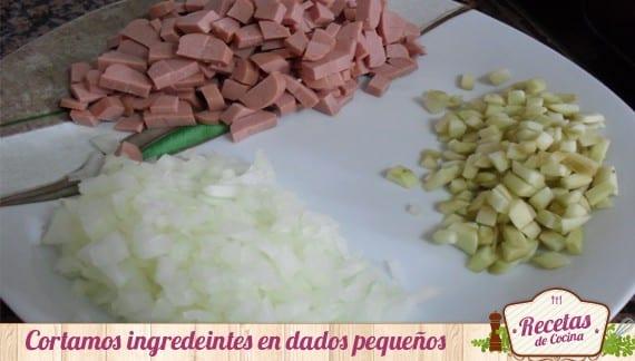Musaka de berenjenas y salchichas