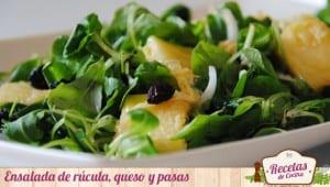Ensalada de rúcula, queso y pasas