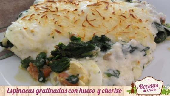 Espinacas gratinadas con huevo y chorizo