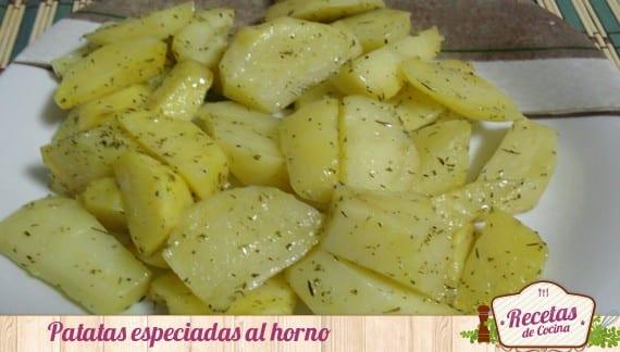 Patatas al horno con toque de especias, magnifica guarnición saludable