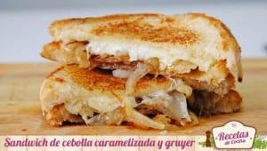 Sandwich de cebolla caramelizada y queso gruyer