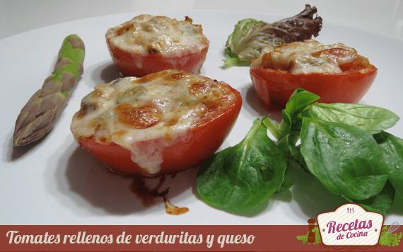 Tomates rellenos de verduras y queso