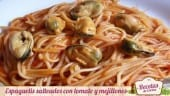 Espaguetis con tomate y mejillones