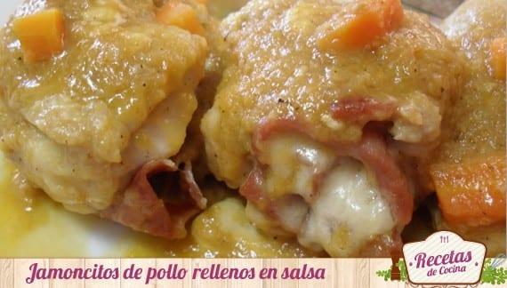 Jamoncitos de pollo rellenos de jamón y queso en salsa