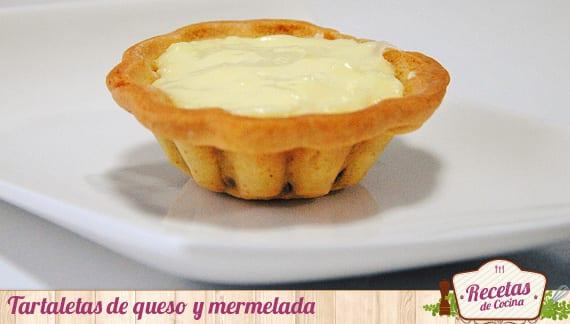 Tartaletas de queso y mermelada
