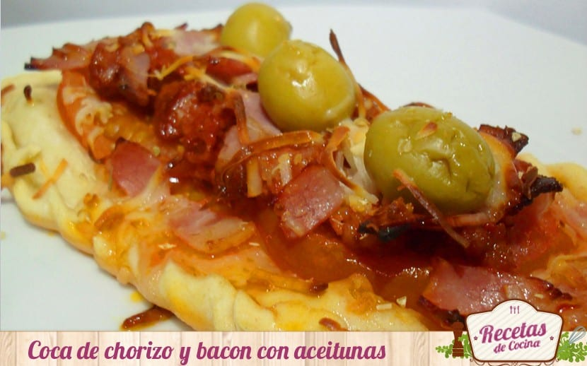 Coca de chorizo y bacon