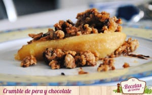 Crumble de pera y chocolate