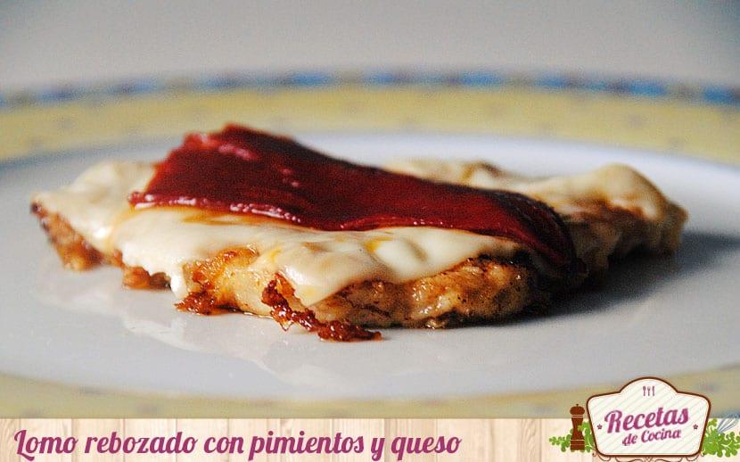 Filetes de lomo rebozados con pimientos y queso