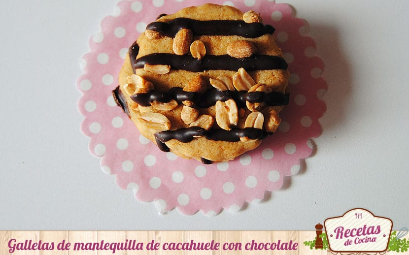 Galletas de mantequilla de cacahuete con chocolate