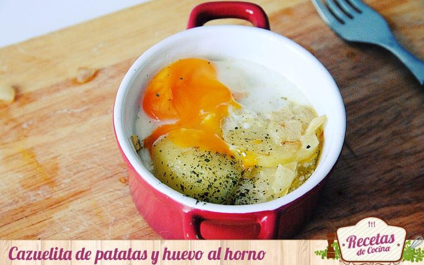 Cazuelita de patatas y huevo al horno