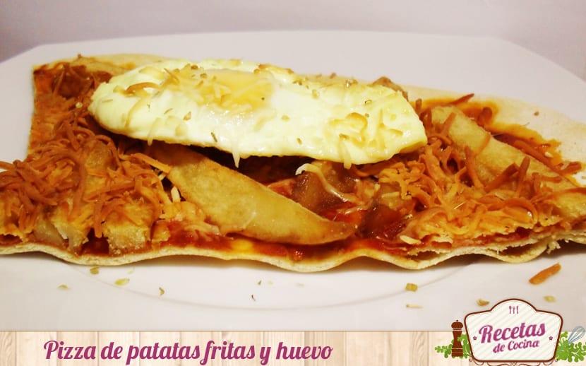 Pizza de patatas fritas y huevo