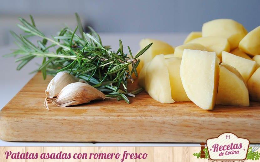 Patatas asadas con romero fresco