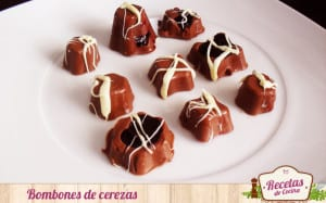 Bombones de chocolate y cerezas