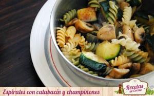 Espirales vegetales con calabacín y champiñones