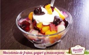 Macedonia de frutas, yogur y mascarpone