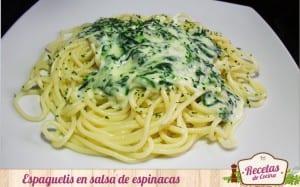 Espaguetis en salsa de espinacas