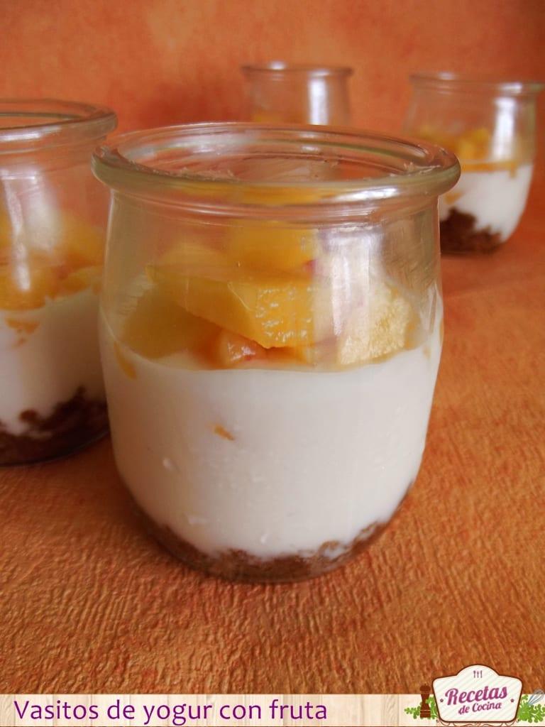 Postre para niños: Vasitos de yogur con fruta