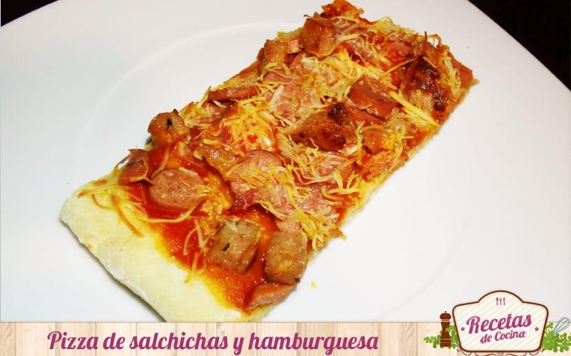 Pizza de salchichas y hamburguesa