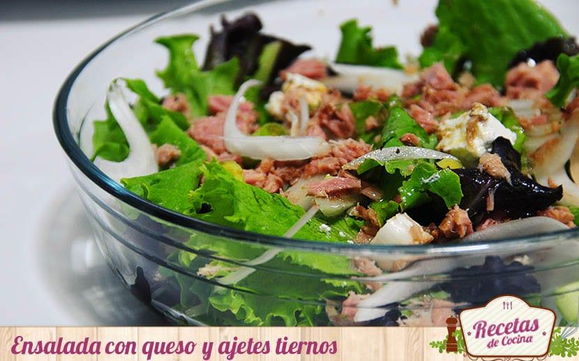Ensalada verde con queso y ajetes tiernos