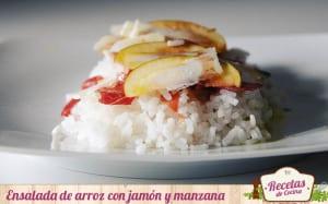 Ensalada de arroz con jamón serrano y manzana