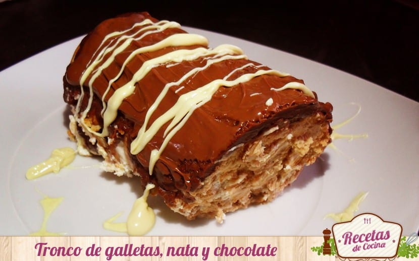 Tronco de galletas, nata y chocolate