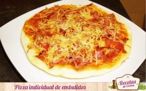 Pizza individual de embutidos