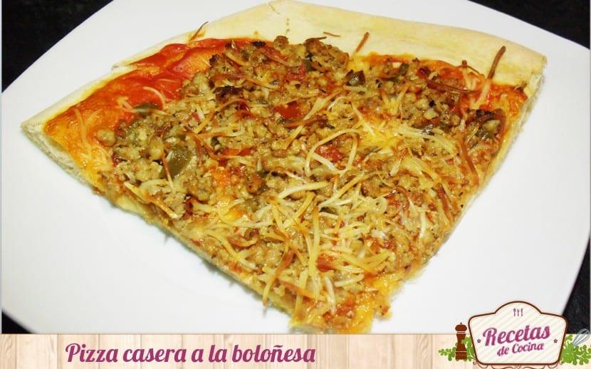 Pizza casera boloñesa