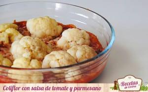 Coliflor con salsa de tomate y parmesano