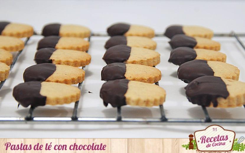 Pastas de té bañadas en chocolate