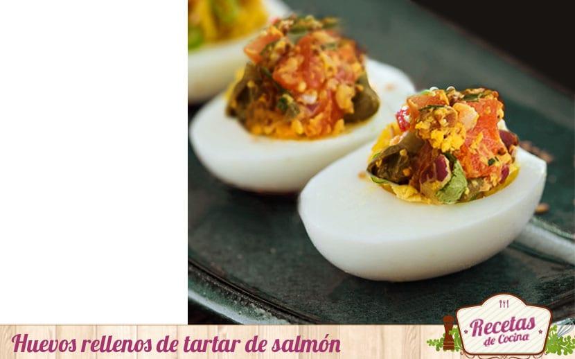 Huevos rellenos de tartar de salmón