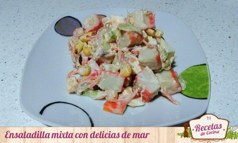 Ensaladilla mixta con delicias de mar