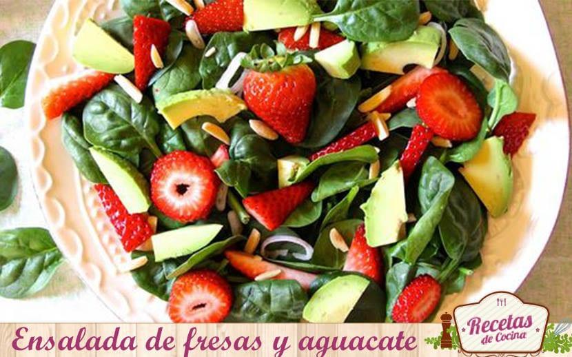 Ensalada de fresas y aguacate