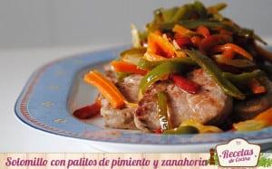 Solomillo de cerdo con palitos de pimiento y zanahoria