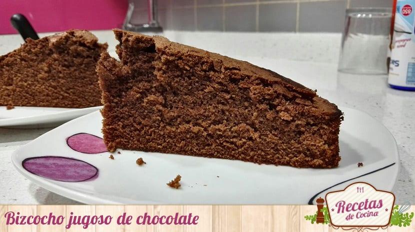 Bizcocho jugoso de chocolate