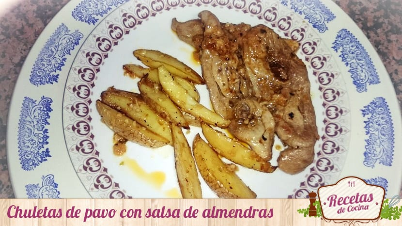 Chuletas de pavo con salsa de almendras