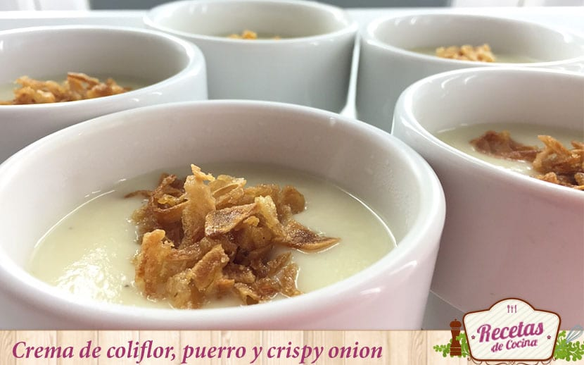crema de coliflor ,puerro y grispy onion