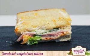 Sandwich vegetal con mayonesa y salsa de pimientos