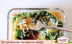 Brócoli al horno con salsa de tomate